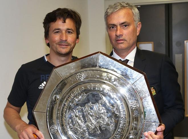 Mourinho tang Sieu cup Anh cho nguoi khong ai ngo hinh anh