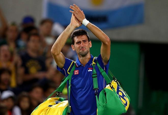 Djokovic khoc nuc no khi vo mong lay vang Olympic hinh anh