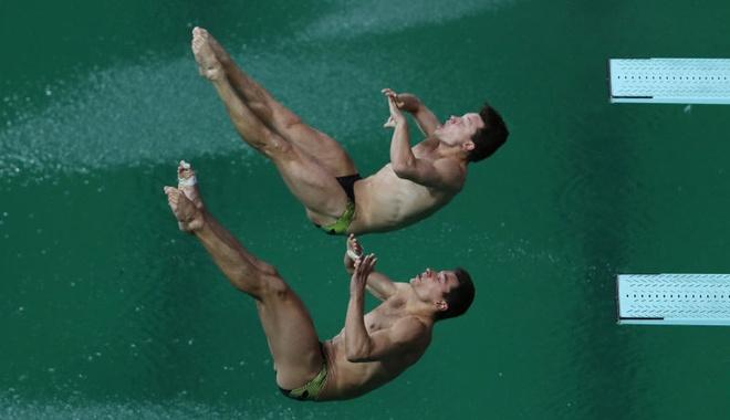 Nguyen nhan lam nuoc ho boi o Olympic chuyen mau hinh anh