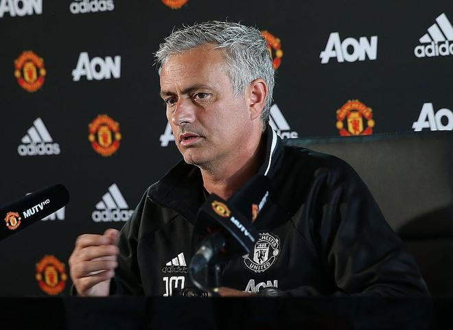 Jose Mourinho khong he hay biet an phat cua Pogba hinh anh