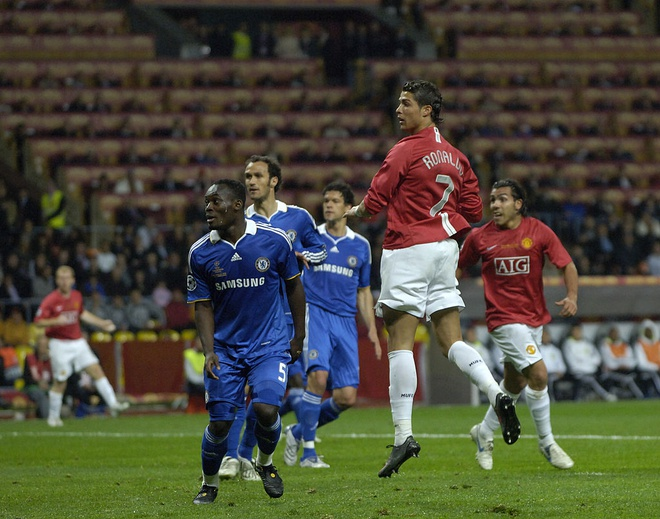 Cristiano Ronaldo va nhung cot moc dang nho tai MU hinh anh 7