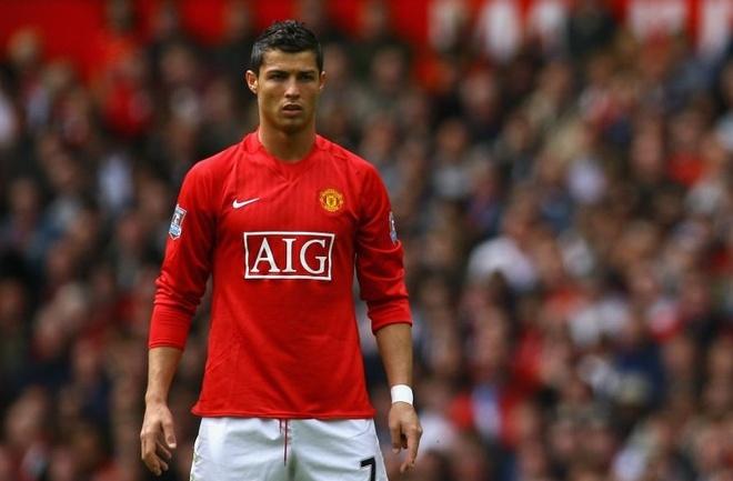 Cristiano Ronaldo va nhung cot moc dang nho tai MU hinh anh