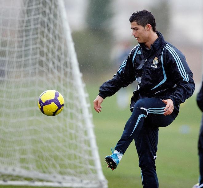 Cristiano Ronaldo va nhung cot moc dang nho tai MU hinh anh 10