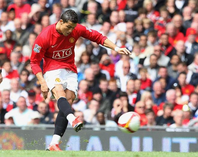 Cristiano Ronaldo va nhung cot moc dang nho tai MU hinh anh 11