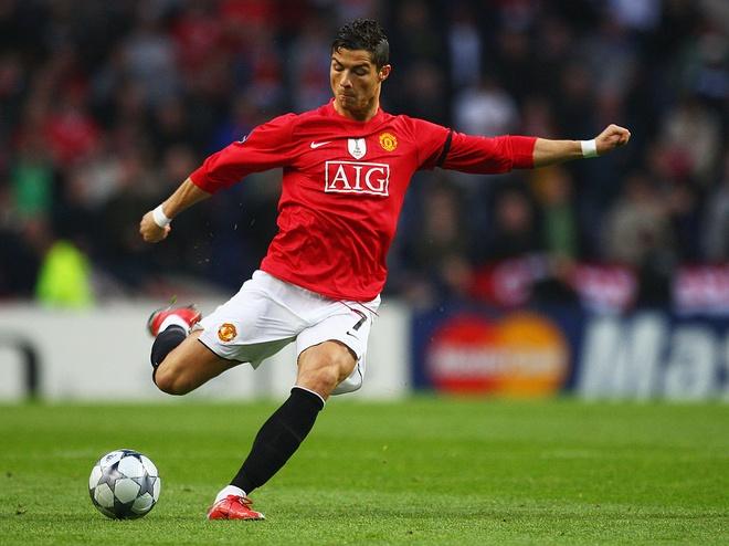 Cristiano Ronaldo va nhung cot moc dang nho tai MU hinh anh 9