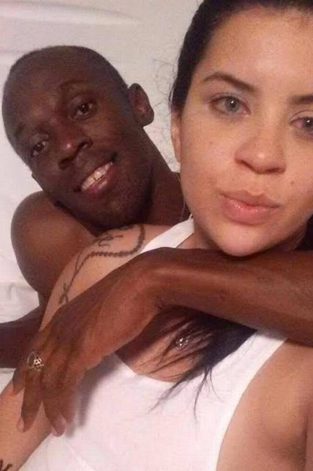 Usain Bolt dinh be boi ngu voi nu sinh hinh anh 1