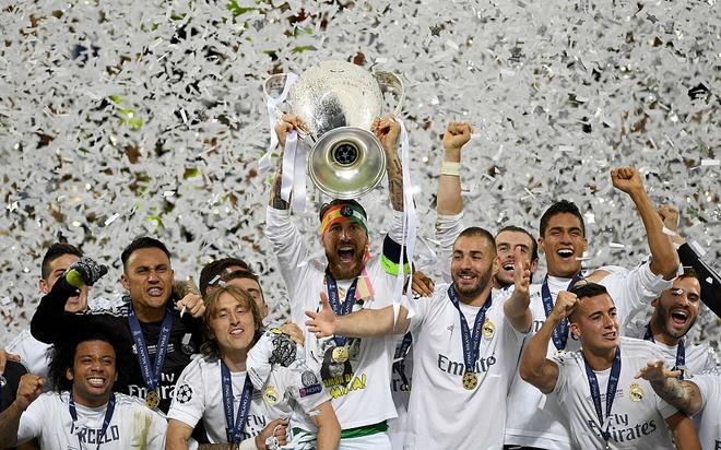 UEFA xem xet doi gio thi dau Champions League hinh anh