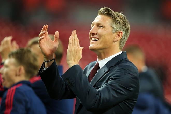 Mourinho lai gay soc voi tuong lai Schweinsteiger hinh anh 1