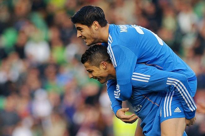 Ronaldo - Morata tao con song ngam o Real hinh anh