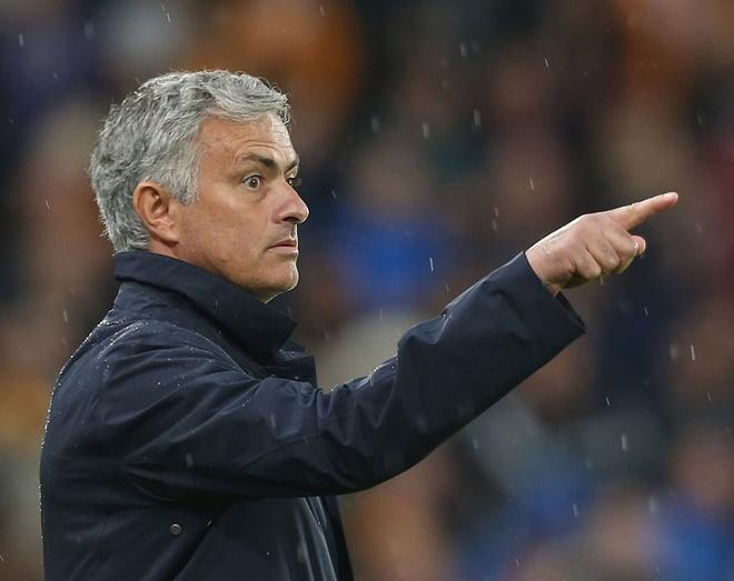 Mourinho dang lang phi sat thu khong biet so hai hinh anh
