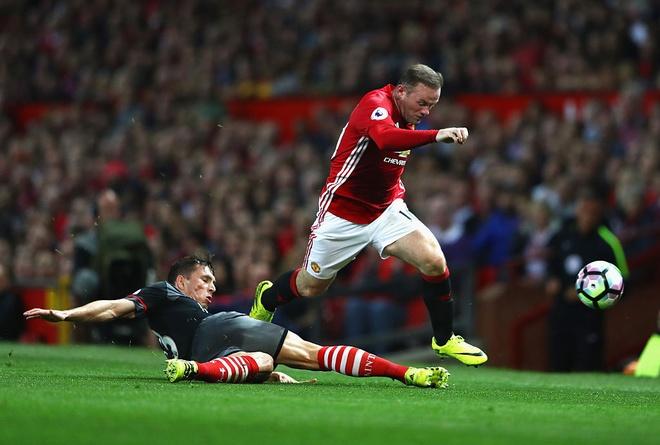Quen Mourinho va Pep di, derby la cua Rooney hinh anh 1