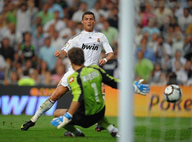Thanh tich ngheo nan ve nhung tran dau tien cua Ronaldo hinh anh 3