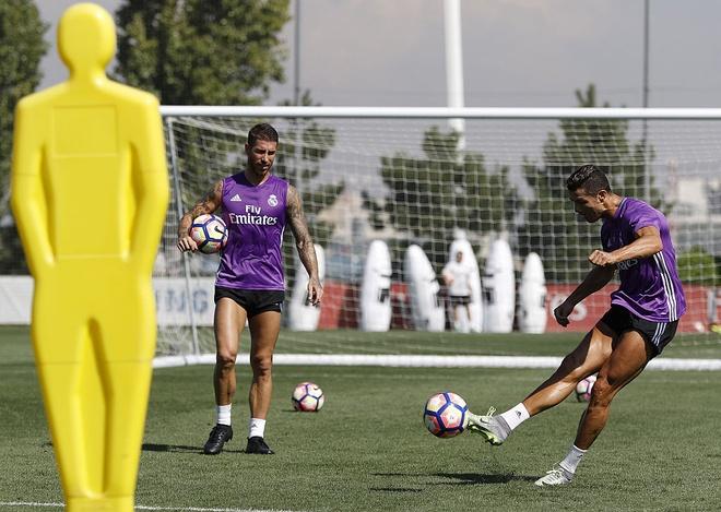 Thanh tich ngheo nan ve nhung tran dau tien cua Ronaldo hinh anh 1