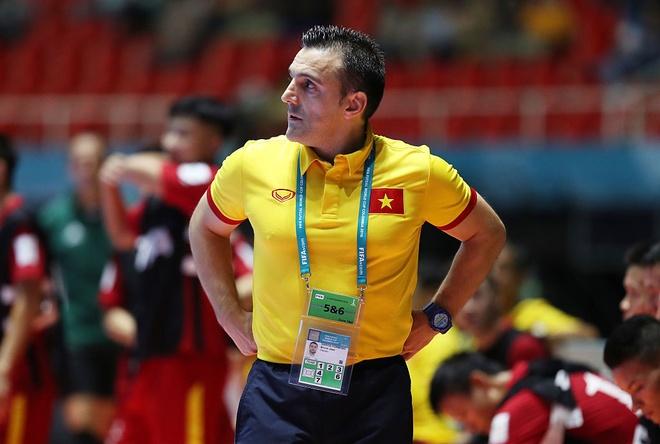 Nguoi Tay Ban Nha dau tri o World Cup futsal hinh anh 2