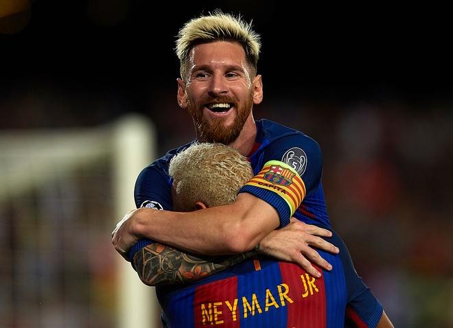 Ronaldo co thay hat-trick cua Messi? hinh anh