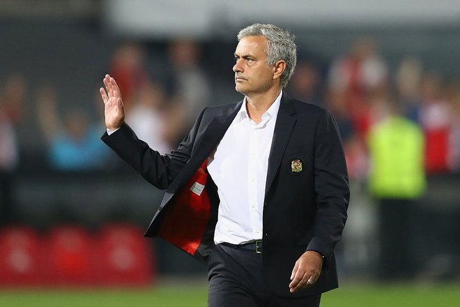 Mourinho dang tro thanh song sinh voi Van Gaal hinh anh 1
