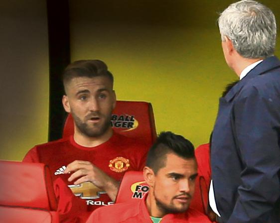 Mourinho do loi cho Luke Shaw sau tran thua Watford hinh anh
