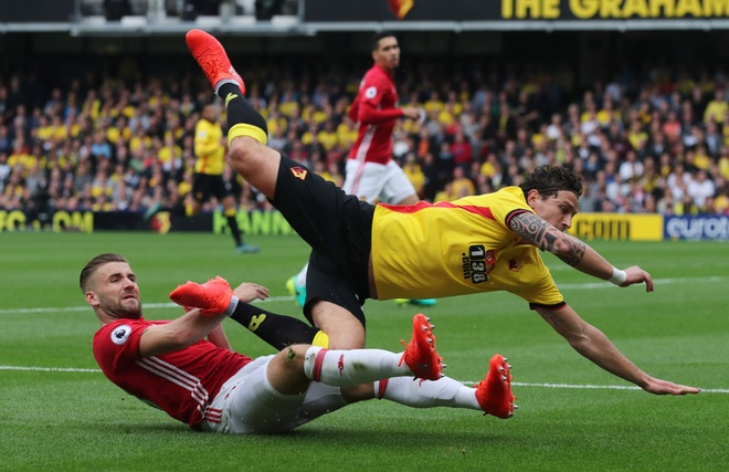 Mourinho do loi cho Luke Shaw sau tran thua Watford anh 1