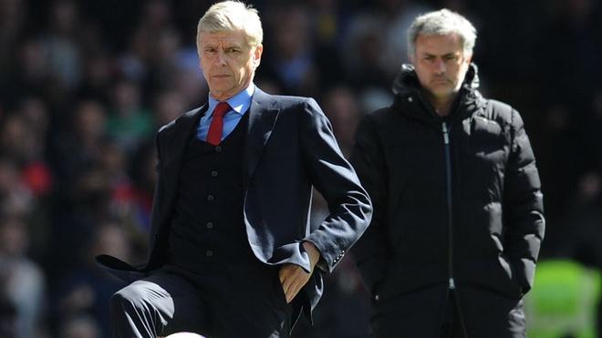 Mourinho len tieng vu dam vo mat Wenger hinh anh