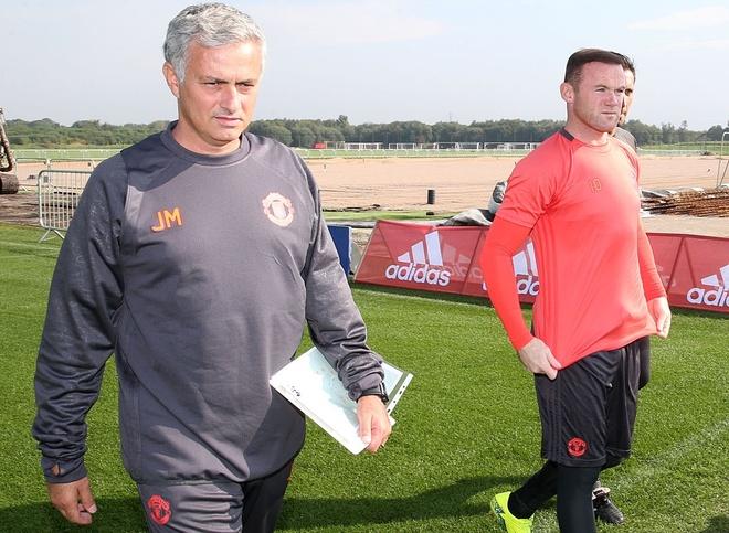 Mourinho tung gap rieng de len lop Rooney hinh anh