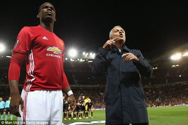 Mourinho noi dien voi tro ly vi chi dao sai Pogba hinh anh 1