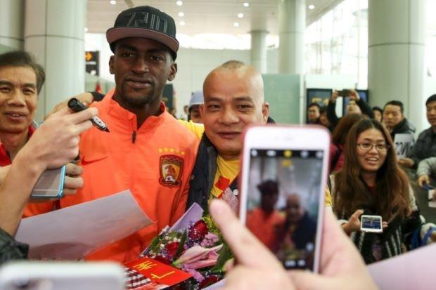 Khi nguoi Trung Quoc khong chi them khat Rooney anh 1
