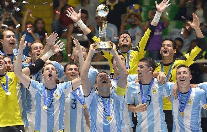Vuot qua loi nguyen, Argentina vo dich futsal World Cup hinh anh