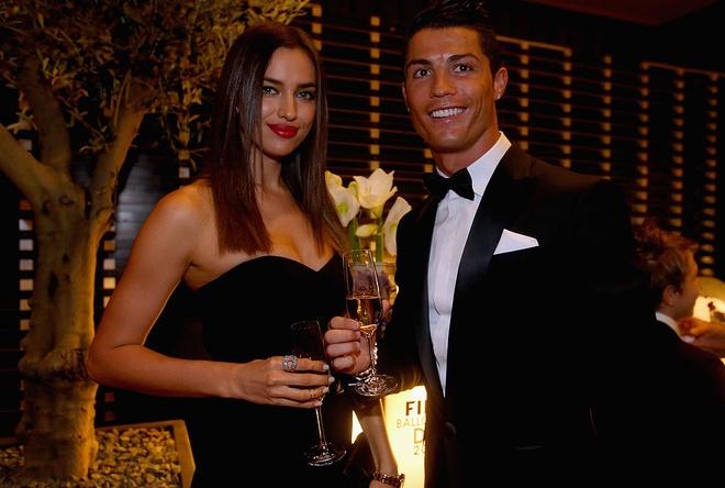 Ronaldo vung trom voi 'ban sao cua Irina Shayk' anh 2