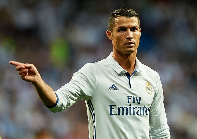 Sir Alex muon Ronaldo thanh dong doi cua Messi anh 2