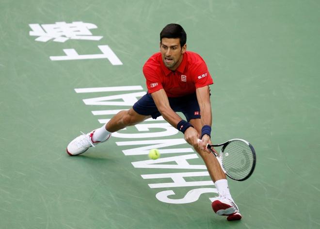 Mat kiem soat,  Djokovic dap vot trong ngay thanh cuu vuong Thuong Hai Masters anh 2