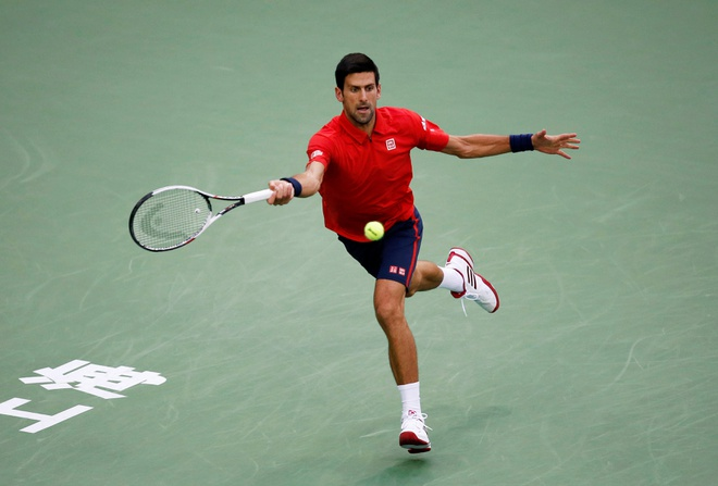 Mat kiem soat,  Djokovic dap vot trong ngay thanh cuu vuong Thuong Hai Masters anh 3