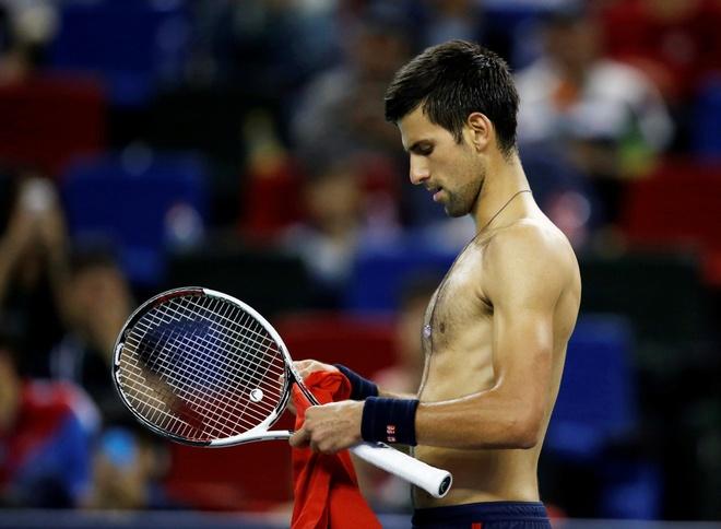 Djokovic dap vot, xe ao khi thua tai Thuong Hai Masters hinh anh