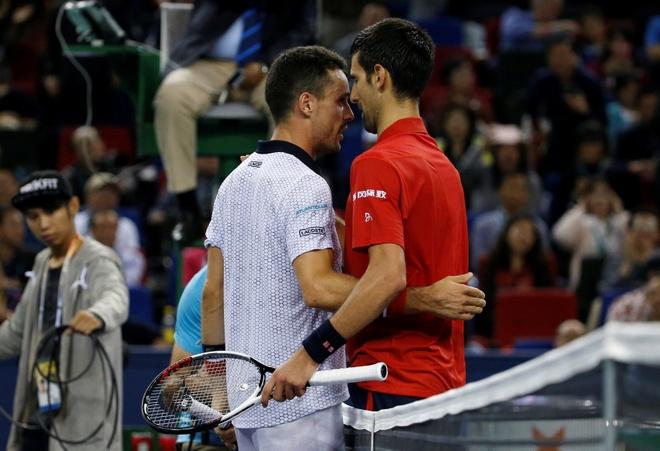 Mat kiem soat,  Djokovic dap vot trong ngay thanh cuu vuong Thuong Hai Masters anh 6