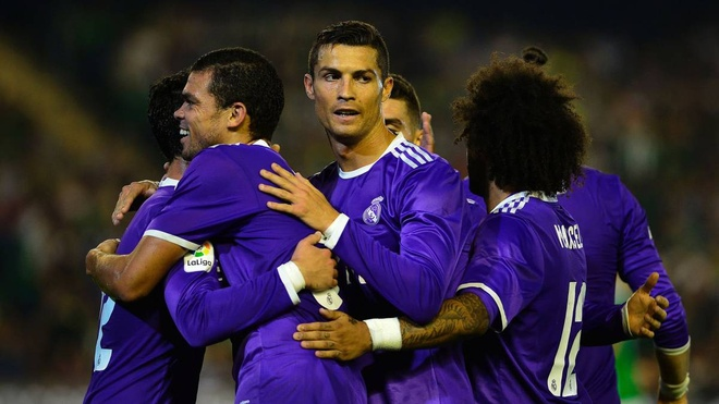 Ronaldo giai han, Real Madrid trut mua ban thang len Betis hinh anh 12