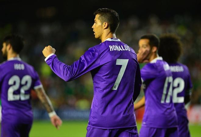 Ronaldo giai han, Real Madrid trut mua ban thang len Betis hinh anh 11