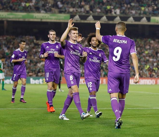 Ronaldo giai han, Real Madrid trut mua ban thang len Betis hinh anh 5