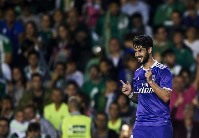 Ronaldo giai han, Real Madrid trut mua ban thang len Betis hinh anh 7