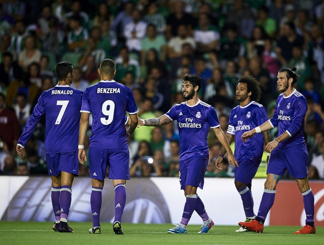 Ronaldo giai han, Real Madrid trut mua ban thang len Betis hinh anh 9