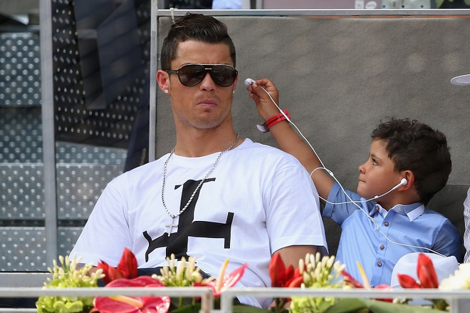 Con trai Ronaldo ghi ban trong ngay ra mat hinh anh