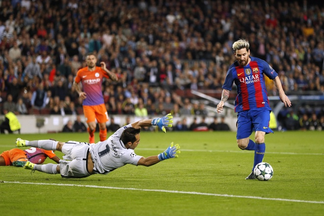 Barca 4-0 Man City: 2 nam, 1 cu nga va dinh menh Messi hinh anh 2