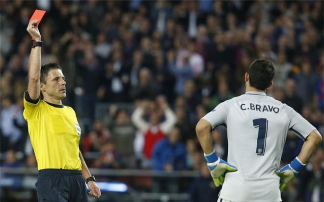 Thua tham Barca, Guardiola xem nhu dieu hien nhien hinh anh 2