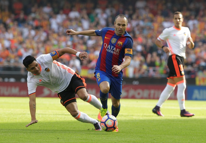 Neymar trung di vat, Messi hung ho thach thuc fan hinh anh 9