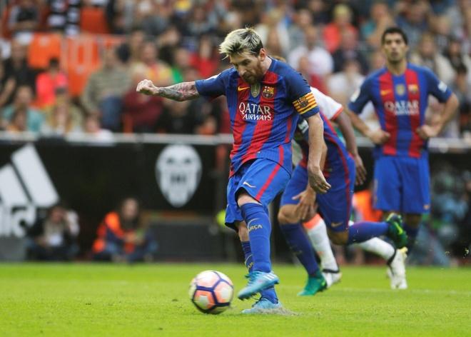 Neymar trung di vat, Messi hung ho thach thuc fan hinh anh 1