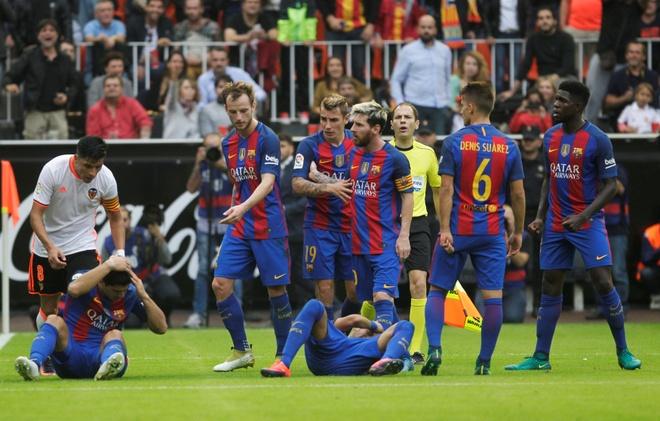 Neymar trung di vat, Messi hung ho thach thuc fan hinh anh 7