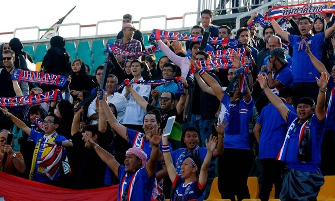Fan Thai Lan bat man vi mua giai ket thuc som hinh anh