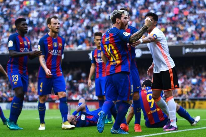 Neymar trung di vat, Messi hung ho thach thuc fan hinh anh 5