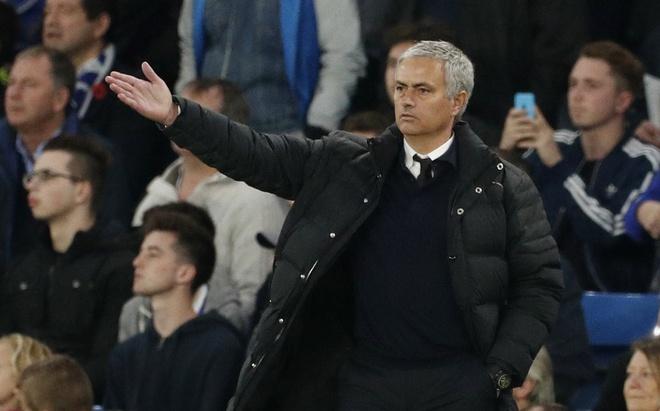 Mourinho tro thanh 'Nguoi binh thuong' hinh anh