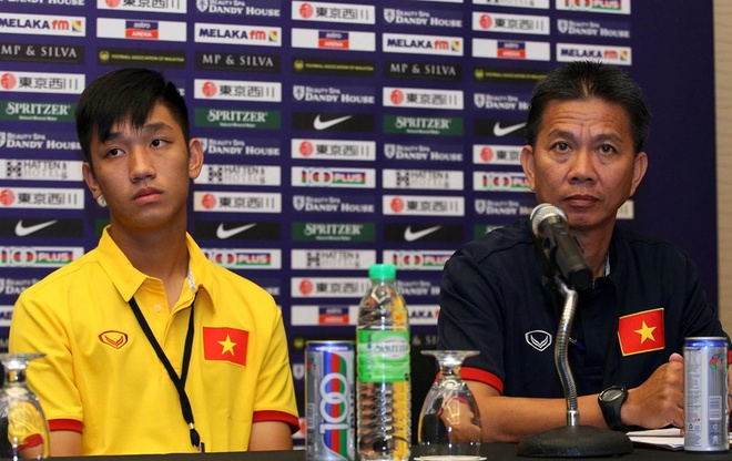 'Hot boy' U19 Viet Nam ke chuyen an uong o Bahrain anh 1