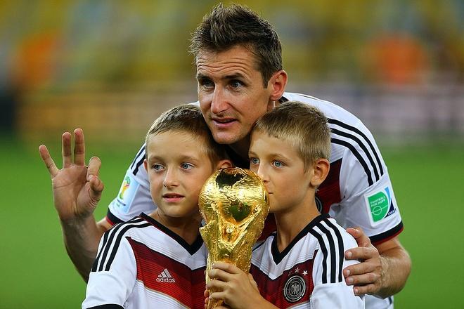 Miroslav Klose - cay san ban vi dai World Cup giai nghe hinh anh