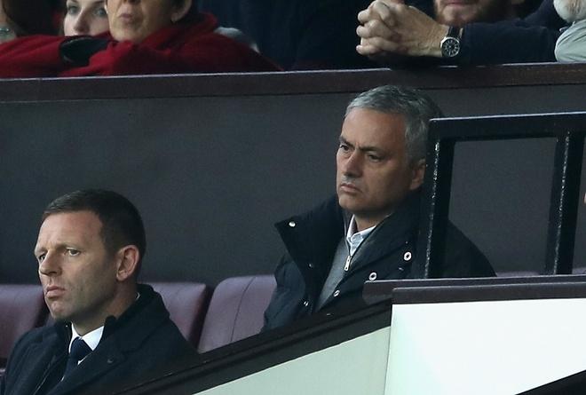 FA ra an phat nhe cho Jose Mourinho hinh anh 1